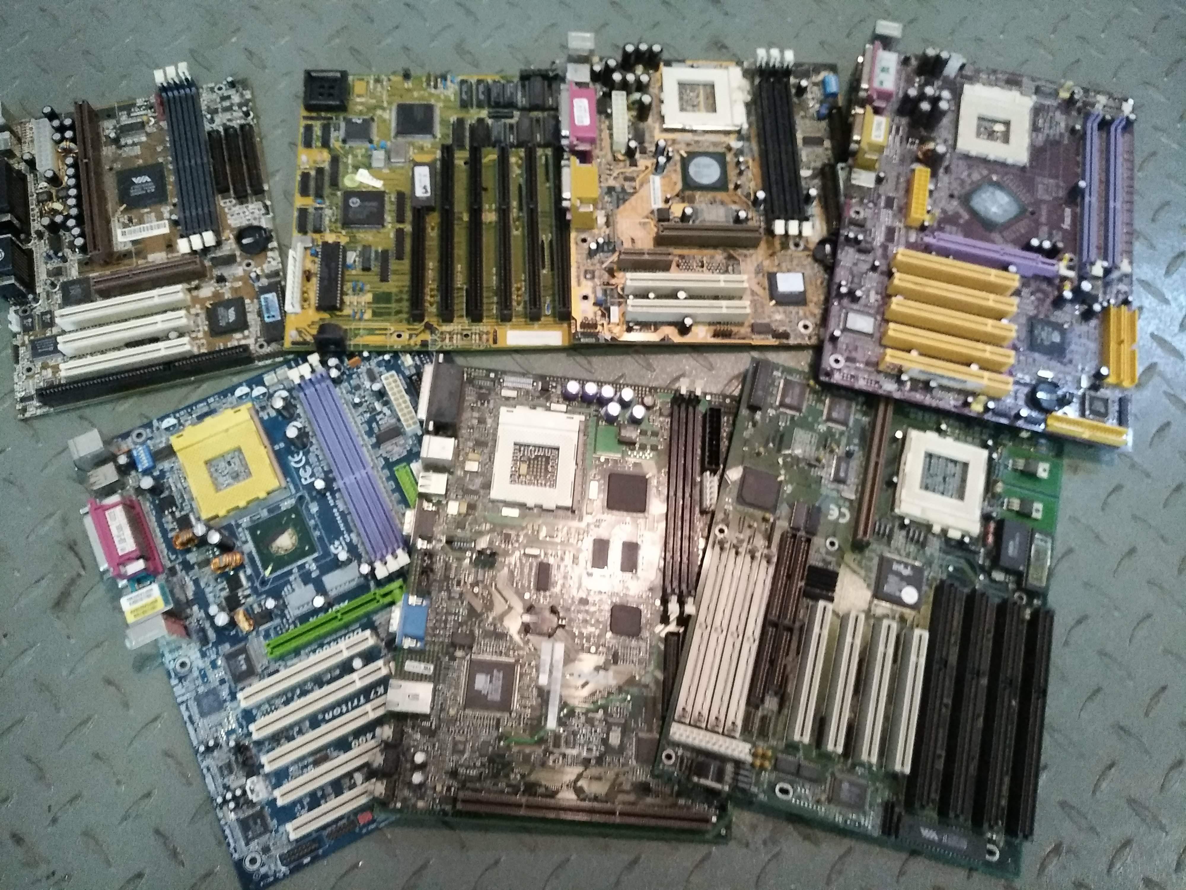 Základné dosky PC staré očistené