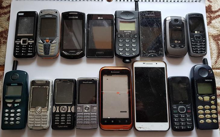 Staré telefóny tlačidlové/dotykové